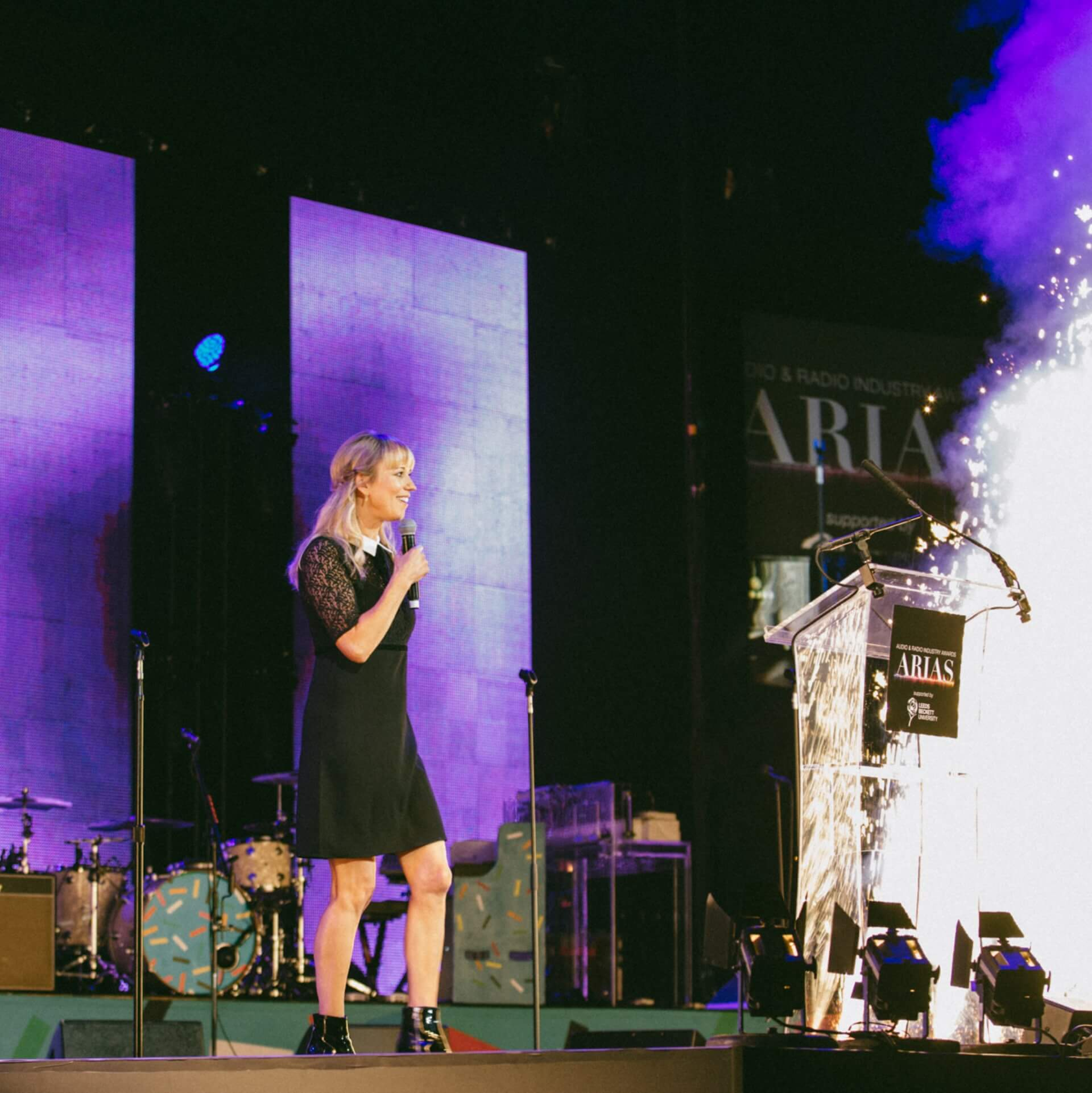 Woman performing at the ARIAS